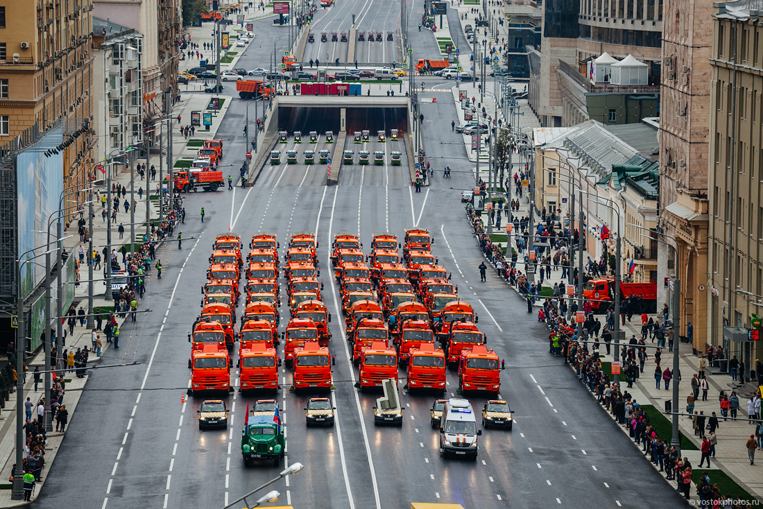 The first parade of city utility and emergency vehicles in Moscow - 10