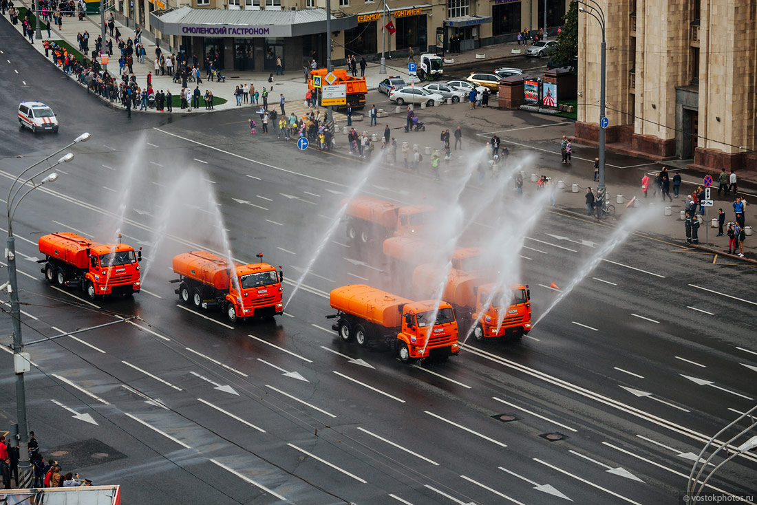The first parade of city utility and emergency vehicles in Moscow - 14