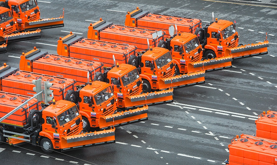 The first parade of city utility and emergency vehicles in Moscow - 15