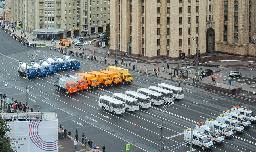 The first parade of city utility and emergency vehicles in Moscow - 16