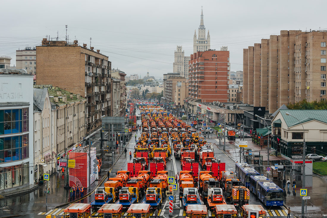 The first parade of city utility and emergency vehicles in Moscow - 3