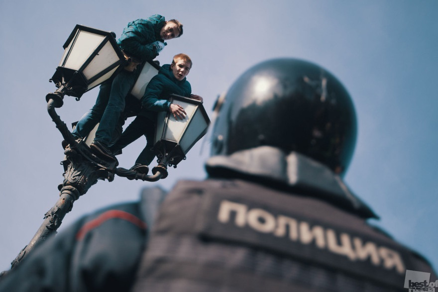 Best of Russia 2017 - 38: Schoolboys on the Streetlight